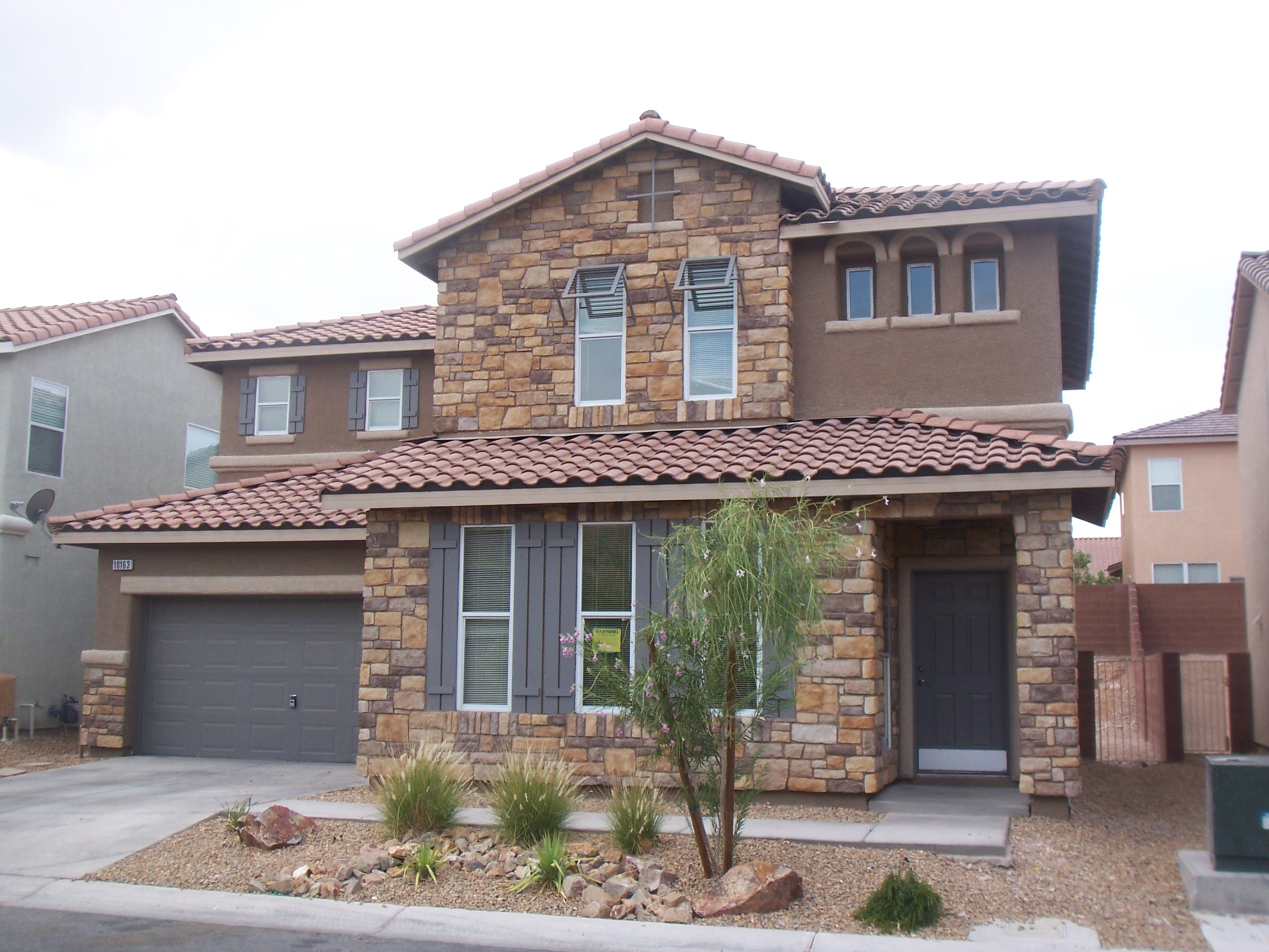 5 tips for buying homes in las vegas - Fachada de piedra ...